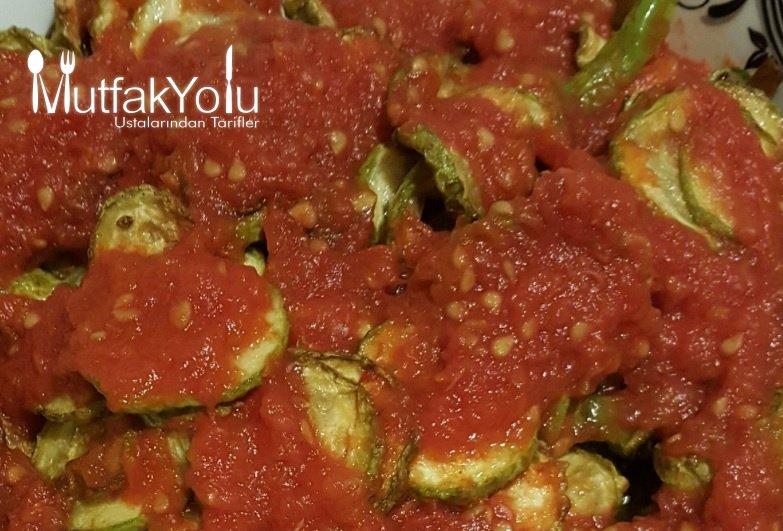 adacayli-domates-soslu-kabak-kizartma-tarifi.jpg