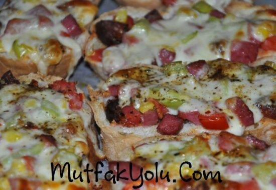 bayat-ekmek-pizzasi-tarifi.jpg
