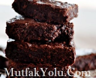 cift-lezzet-sutlu-cikolatali-browni-tarifi.jpg