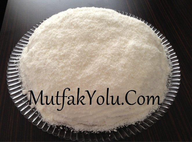 cilekli-kar-beyaz-yas-pasta-tarifi